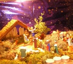 Noël, famille, préparatif fête, crèche