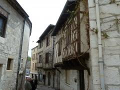 Montcuq, Lot, Vieilles pierres